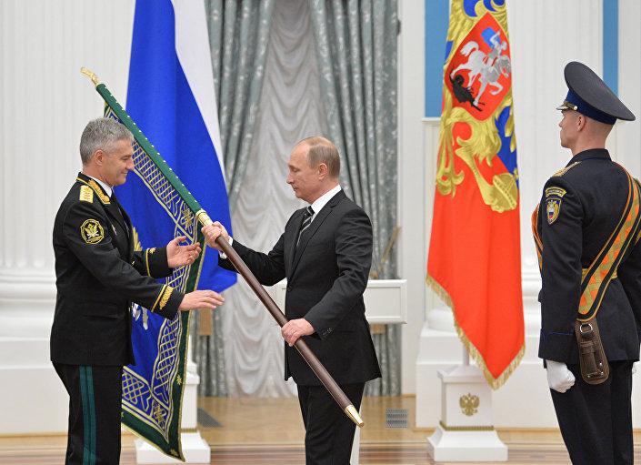 """Putin, 'Suriye operasyonuyla Rusya'nın terör dahil her tür tehdide gereken cevabı vermeye hazır olduğu kanıtlandı"""" dedi."""