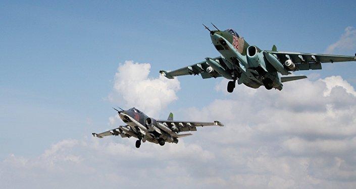 Hmeymim hava üssünden kalkan Su-25 uçakları
