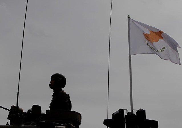 Kıbrıs, asker, silah