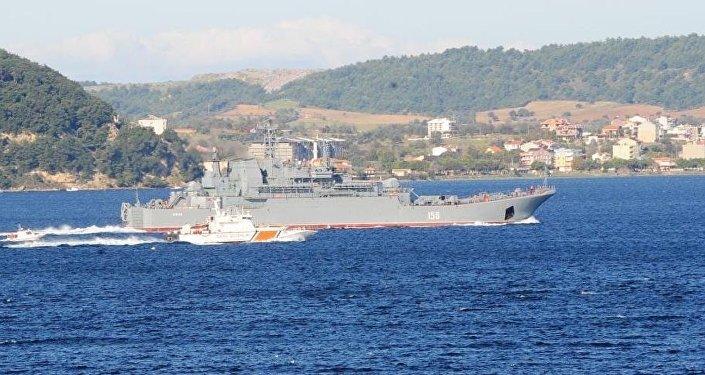 Rus savaş gemisi Çanakkale Boğazı'ndan geçti.