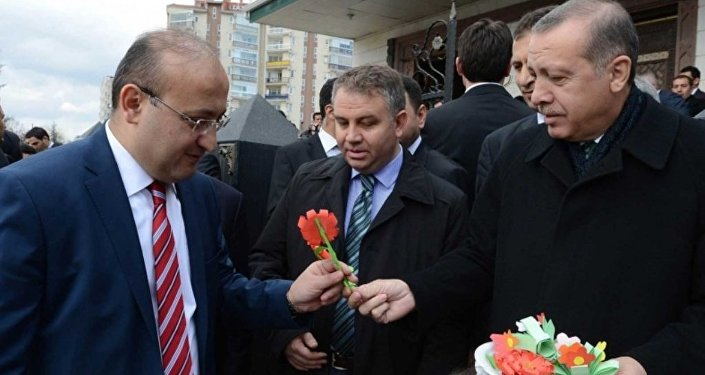Yalçın Akdoğan,  Recep Tayyip Erdoğan'a en yakın isimlerden biriydi.