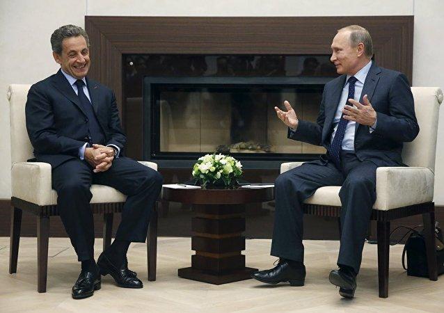 Rusya Devlet Başkanı Vladimir Putin ve Fransa eski Cumhurbaşkanı Nicolas Sarkozy