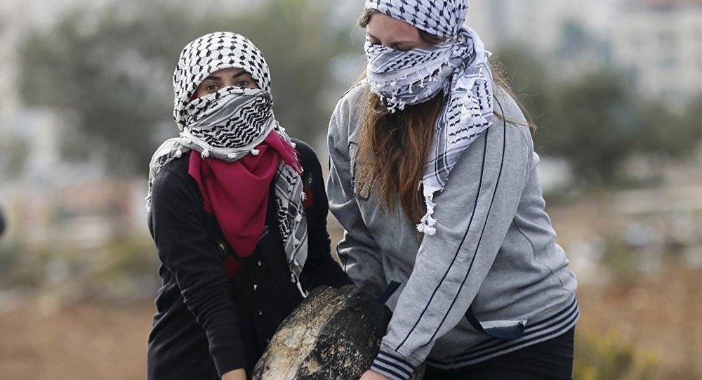 Batı Şeria'da Filistinliler İsrail askerleriyle çatışıyor