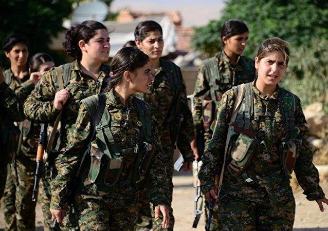 Rojava'da YPJ üyesi kadın gerillalar