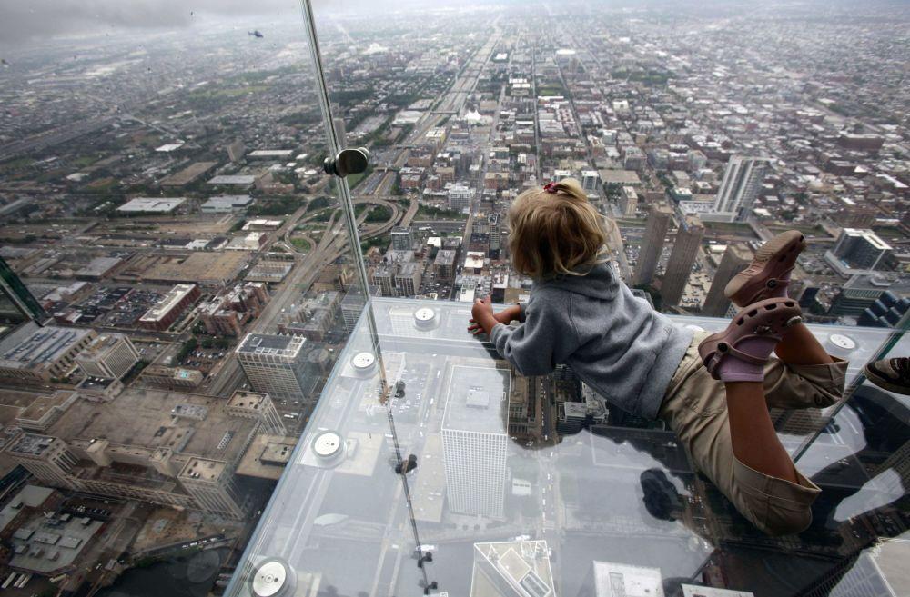 Chikago'daki 110 katlık  Willis Tower gökdelen.