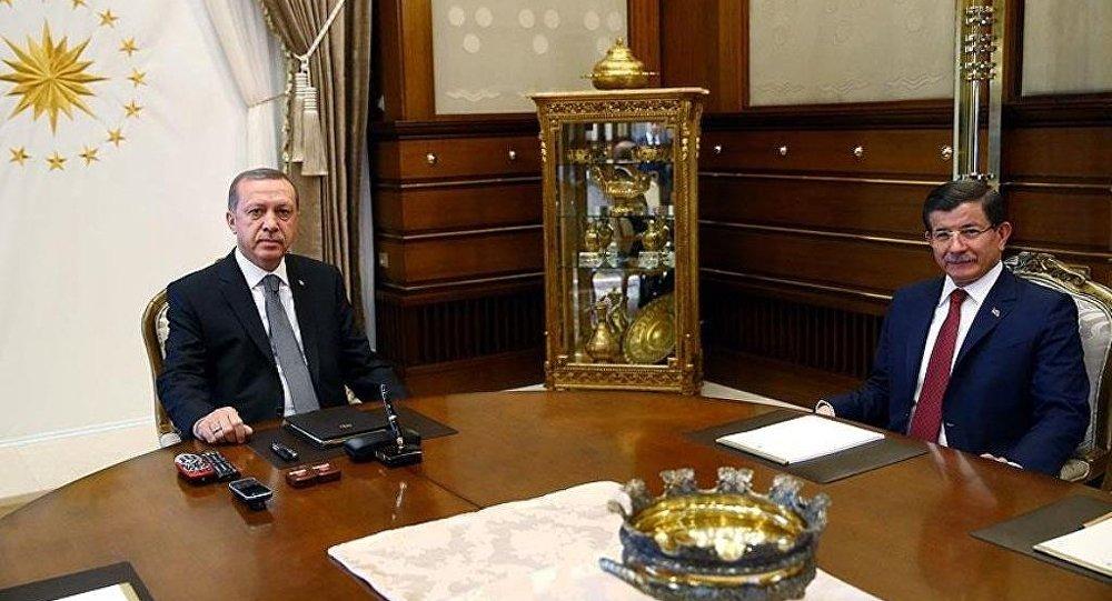 Recep Tayyip Erdoğan, Ahmet Davutoğlu'nu kabul etti.