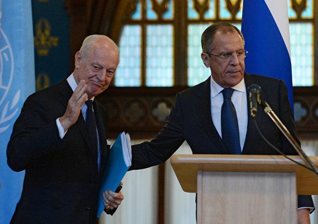 Rusya Dışişleri Bakanı Sergey Lavlov ve BM'nin Suriye Özel Temsilcisi Staffan de Mistura