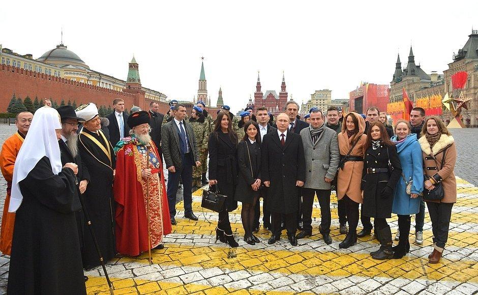 День народного единства в России история праздника  РИА