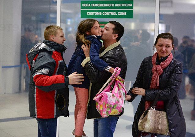 Rusya'nın Mısır'a uçuşları durdurmasının ardından Mısır'daki Rus turistler ülkelerine geri dönüyor