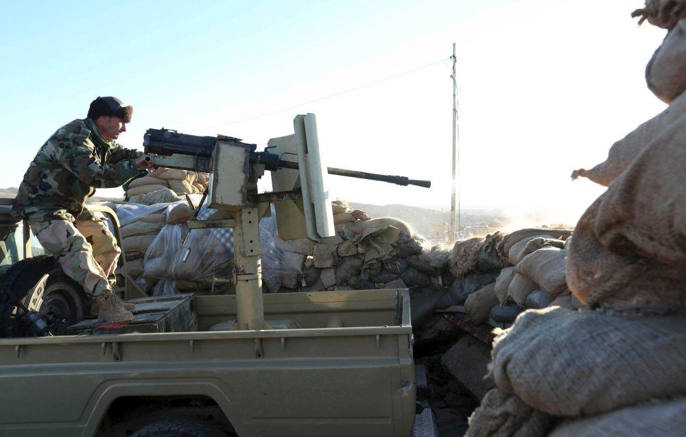 Sincar'da Peşmergenin IŞİD militanlarıyla çatışma anı.