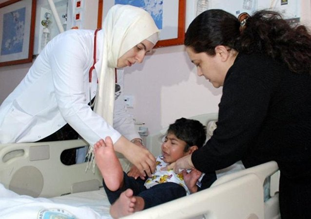 Suriyeli çocuk ayakları bağlı donmak üzereyken bulundu.