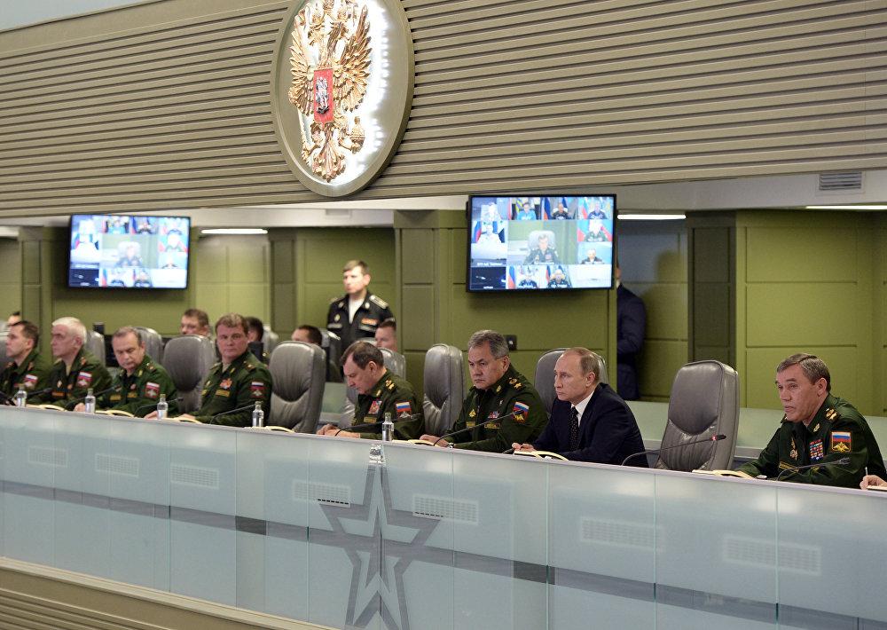 Rusya Devlet Başkanı Vladimir Putin Ulusal Savunma Kontrol Merkezi'ni ziyaret etti.