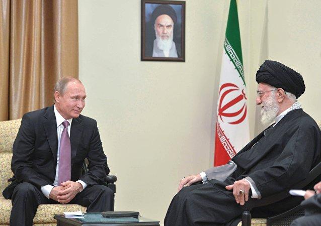 Rusya Devlet Başkanı Vladimir Putin - İran'ın dini lideri Ayetullah Ali Hamaney