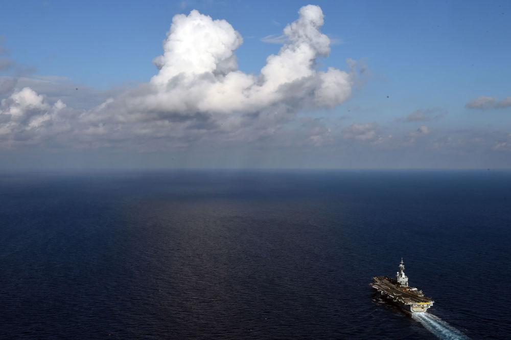 Fransız uçak gemisi Charles de Gaulle Akdeniz'de