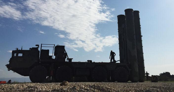 S-400 hava savunma sistemi, Suriye'deki Hmeymim hava üssünde görevine başladı.