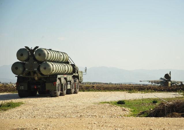 Suriye'ye konuşlandırılan S-400 hava savunma sistemi.