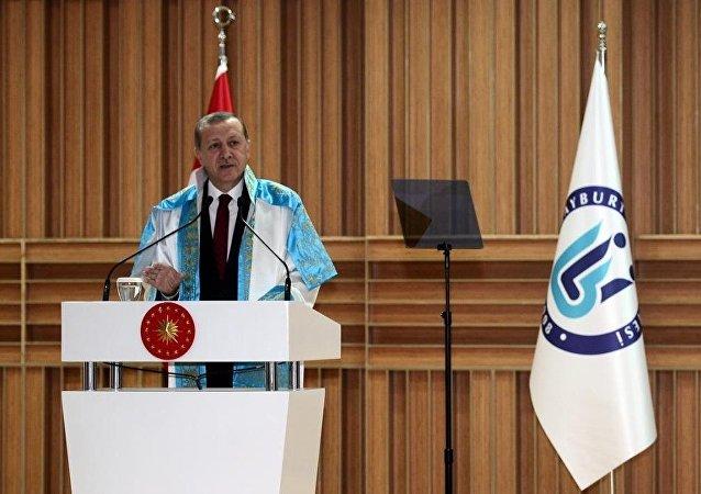 Cumhurbaşkanı Recep Tayyip Erdoğan, Bayburt Üniversitesi Yeni Külliye Konferans Salonu'nda düzenlenen Akademik Yıl Açılış Töreni'ne katılarak konuşma yaptı.