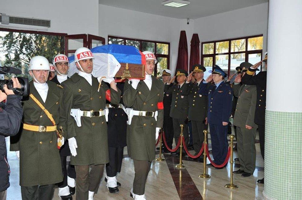 Rus pilotun cenazesi Moskova'ya gönderildi.
