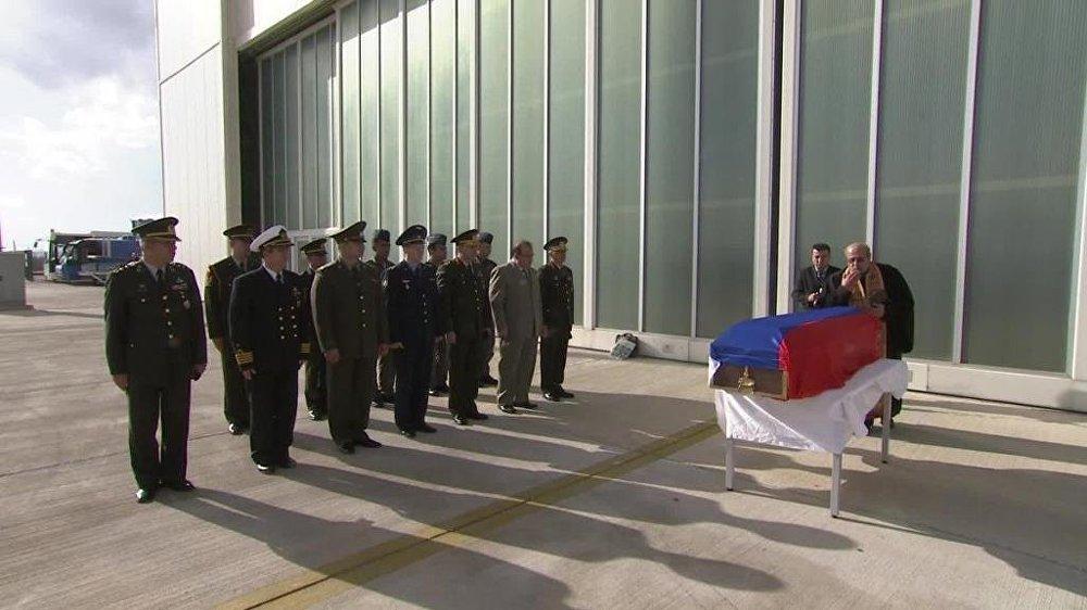 Rus pilot için Esenboğa Havaalanı'nda Garnizon Komutanı başkanlığında düzenlenen törene, Türk Silahlı Kuvvetlerinden bir heyet ile Rusya Federasyonu Büyükelçisi, savunma hava ve kara ataşelerinin katıldı.