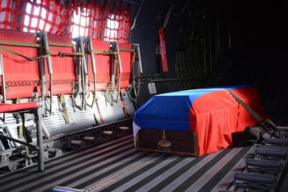 Askeri törenin ardından cenaze uçakla Moskova'ya uğurlandı.