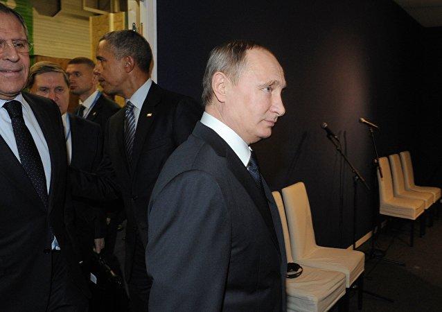 ABD Başkanı Barack Obama ile Rusya Devlet Başkanı Vladimir Putin, İklim Zirvesi için gittikleri Paris'te görüştü