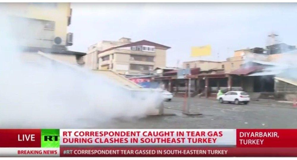 RT muhabirine Diyarbakır'da göz yaşartıcı gaz