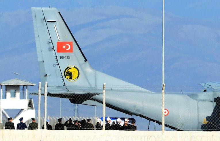 Rus pilotu taşıyan Türk uçağı
