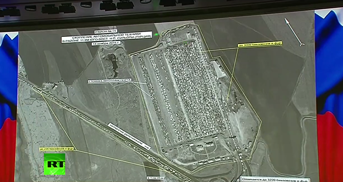 14 Kasım'da uzaydan çekilen görüntüde Suriye'nin Silopi ilçesinin 11 km güneydoğusunda bulunan  3220 petrol tankeri ve TIR görülüyor.