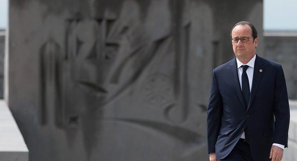 Fransa Cumhurbaşkanı Hollande, Erivan'daki 'soykırım anıtı'nın önünde