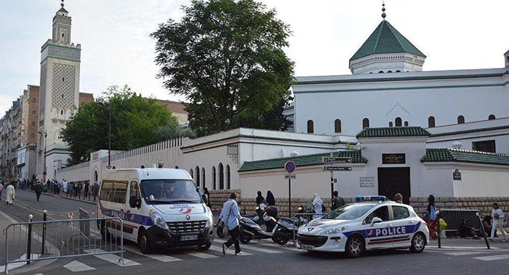 Fransa'da Türk cami derneğine saldırı