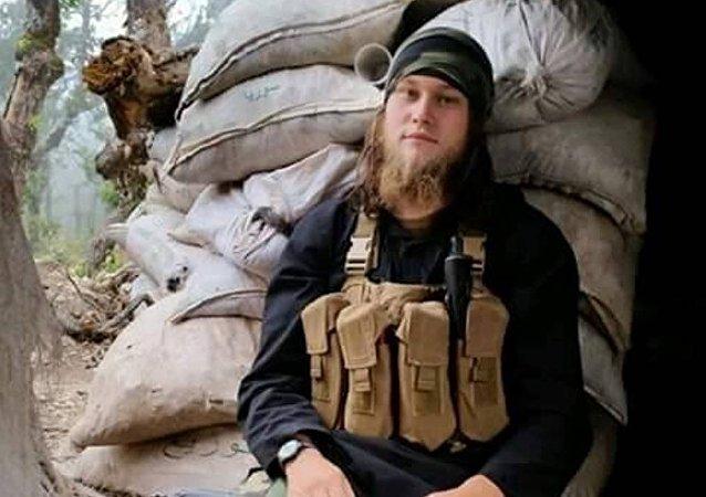 Türkmen Dağı bölgesinde Suriye Ordusu, El Nusra'nın çeçen komutanını öldürdü.