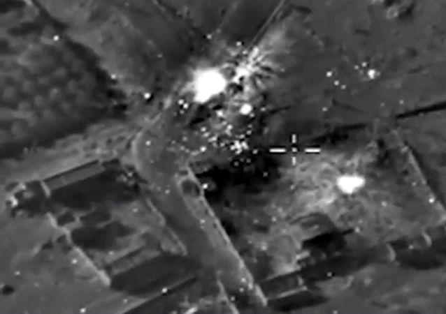 Rusya'nın IŞİD'i denizaltıdan vurması