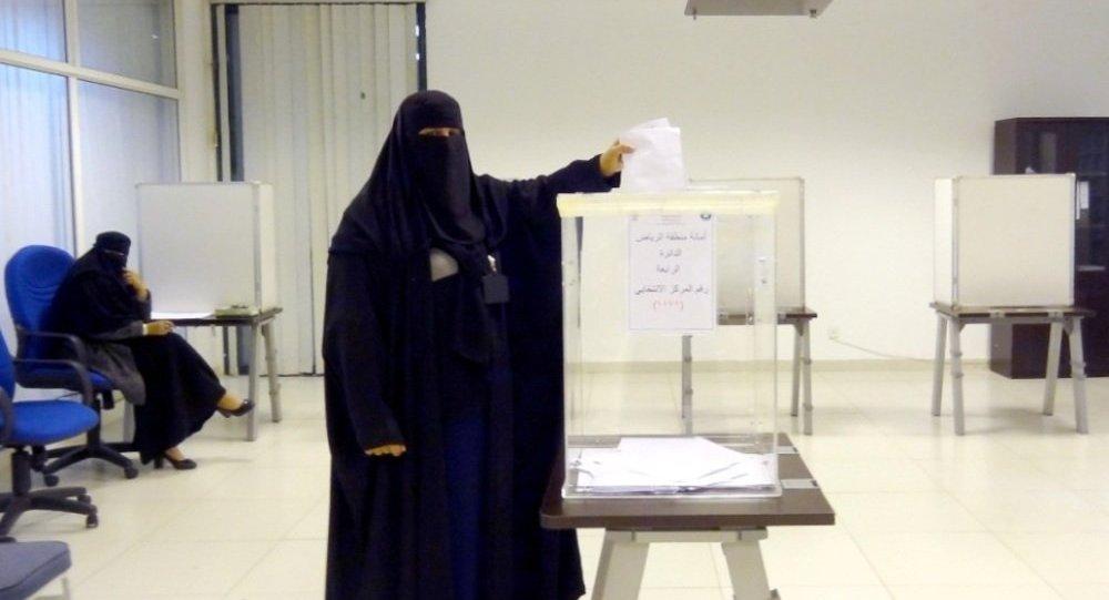Suudi Arabistan'da kadınlar ilk kez sandıkta
