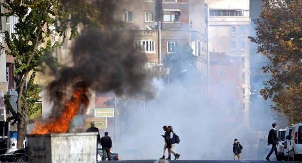 Diyarbakır'da çıkan olaylarda 2 kişi öldü