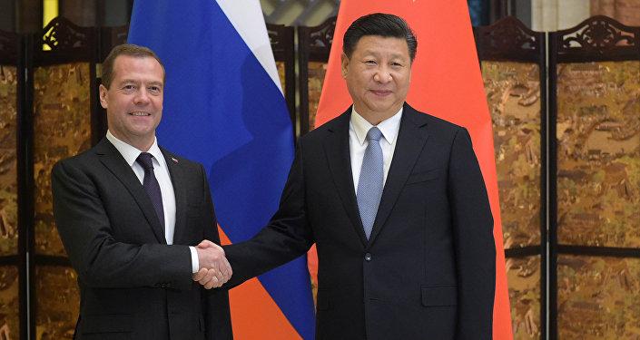Rusya Başbakanı Dmitriy Medvedev ve Çin Devlet Başkanı Şi Cinping