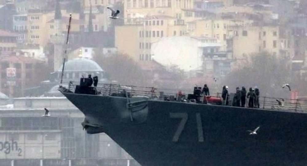 ABD gemisi Boğazı'dan 'eller tetikte' geçti