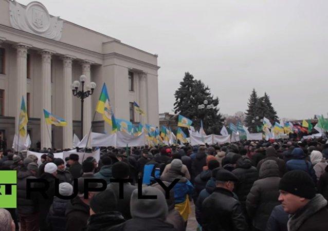 Ukrayna'da muhalefet, Noel ağaçlarına kesik inek başları astı
