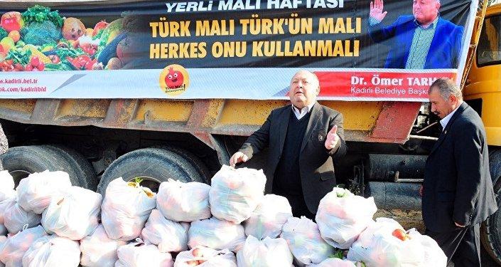 Rusya'nın almadığı 20 ton sebze ve meyve halka dağıtıldı