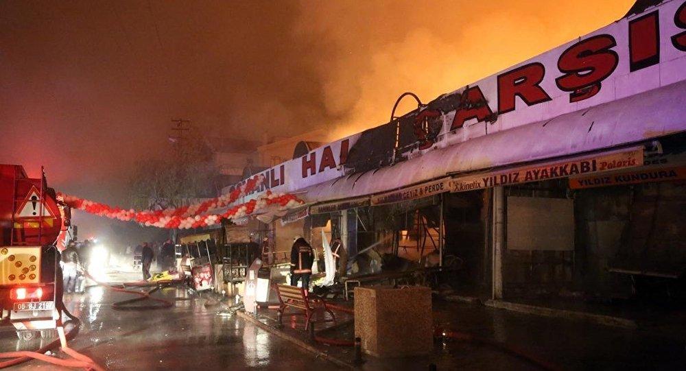 Ankara'daki Osmanlı Halk Pazarı'nda yangın