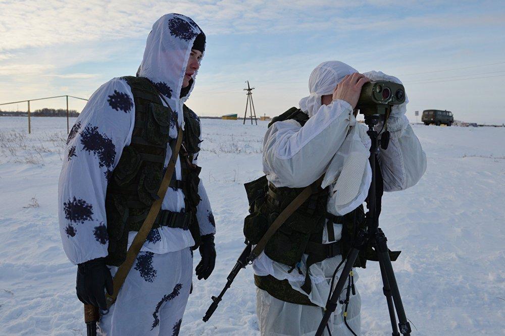 Rus askerleri buz poligonda tatbikat yapıyor