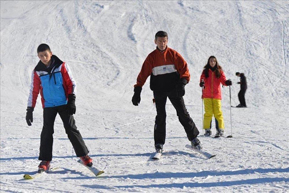 İki bin rakımlı yaylada kayak keyfi