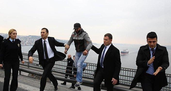 Cumhurbaşkanı Erdoğan, intihar girişimini engelledi