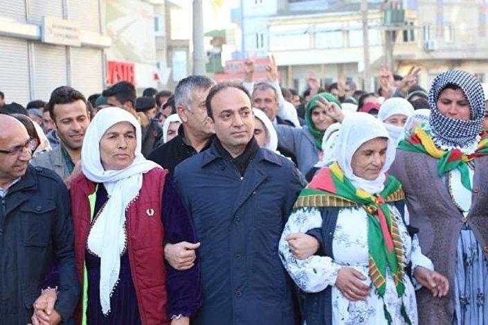 HDP Milletvekili Osman Baydemir'in de aralarında olduğu grubun yürüyüşüne polis izin vermedi.