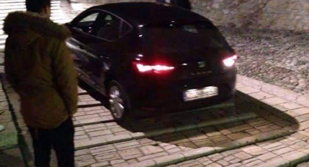 Mostar Köprüsü'nü otomobille geçmek isteyen Türk turist