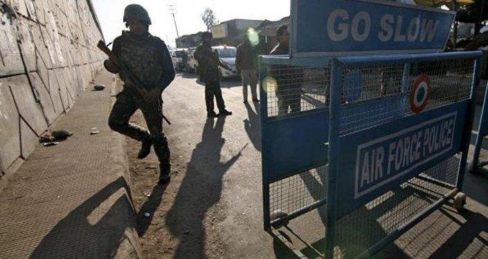 Hindistan'da hava üssüne saldırı
