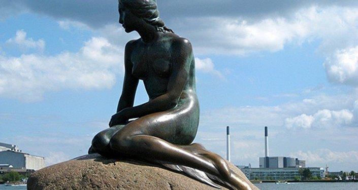 Danimarka'nın simgesi Kopenhag Limanı'ndaki ''Küçük Deniz Kızı' heykeli