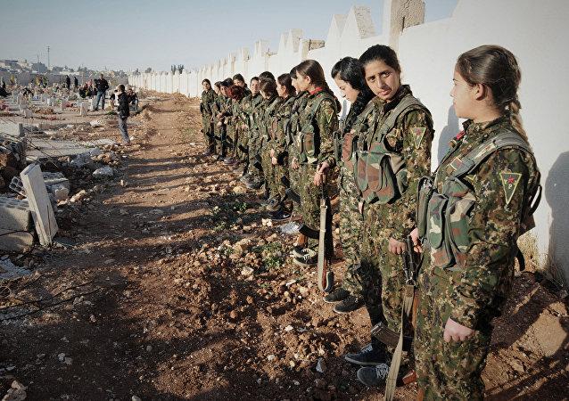 """Rojava, IŞİD ve El Nusra ile savaşta kayıplarımız oldu. Net bir sayı veremeyiz ama şehit olan arkadaşlarımız oldu"""" ifadelerini kullandı."""