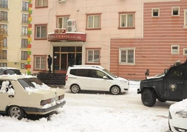 Diyarbakır'daki DBP binasına polis baskını