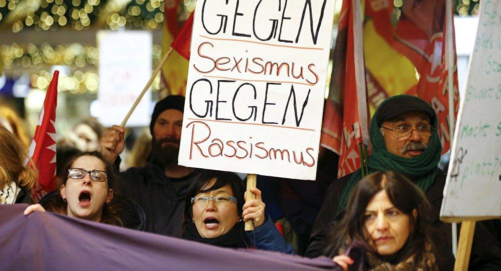 Köln'de taciz protestosu