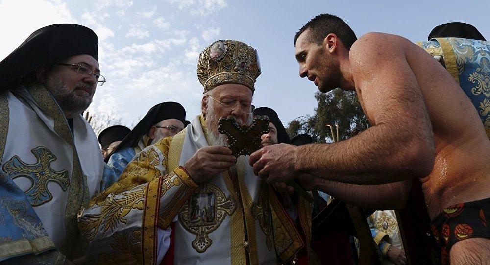 Haliç kıyısındaki haç atma töreni - Bartholomeos